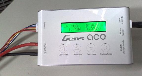 Lader voor bijvoorbeeld airsoft batterijen